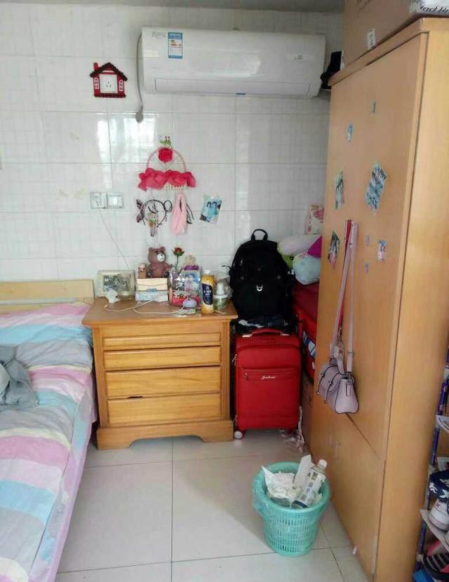 2500的北京装修简陋的出租房,卫生间和厨房相连,关键还没门!
