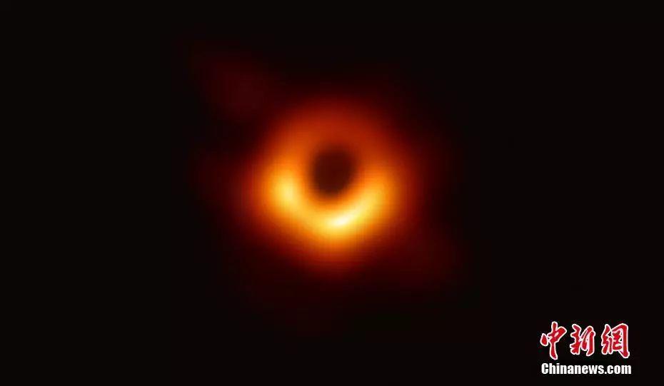 人類首張黑洞照片。事件視界望遠鏡合作組織供圖