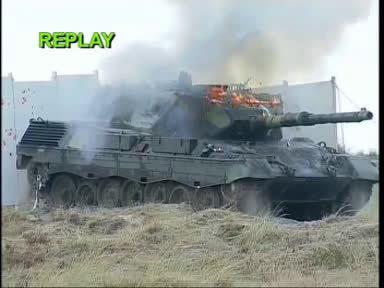 豹II主战坦克向豹I老前辈倾泄120mm DM33 PELE穿甲弹