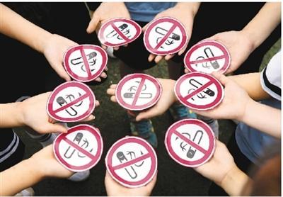 无论是电子烟还是纸质烟草,戒烟禁烟都不乏民意基础。    史自强摄