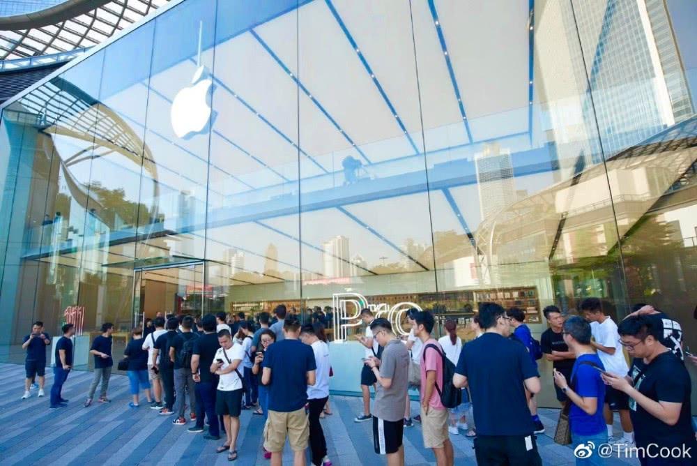 中国用户排长队购买iPhone11 库