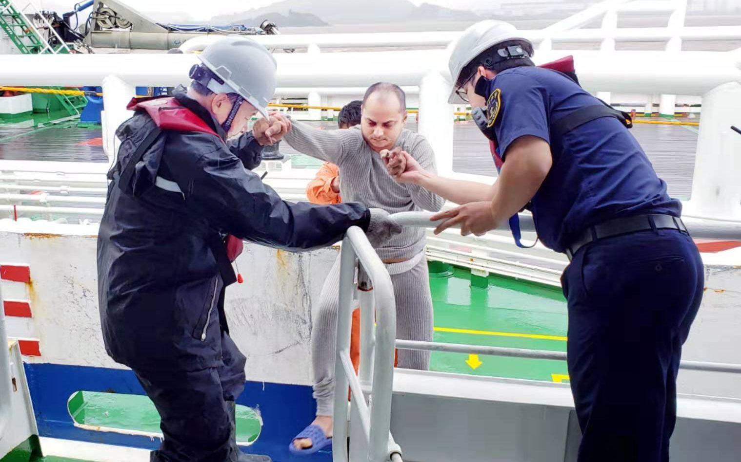 船山海事局摆设船只接回脱险海员。船山海事局供图