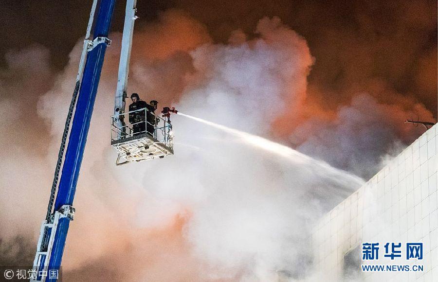 俄罗斯一购物中心火灾已致37人遇难