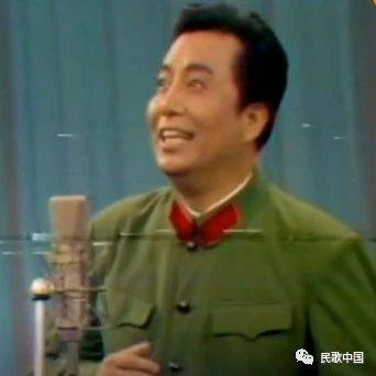 青年时期的李双江演唱《想起周总理纺线线》,这视频太珍贵了!