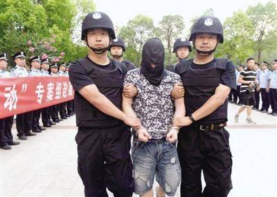 昨日下午,犯罪嫌疑人郑某被押回郑州