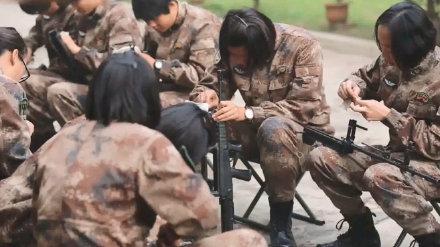 中国女留学生日本勇斗醉酒流氓-回国后立志参军!