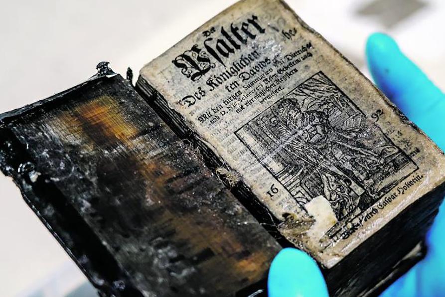 世界首次 300年前沉船中现保存完好书籍(图)