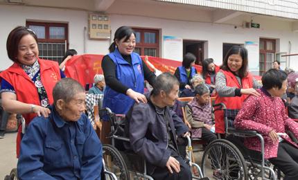 宁国市自然资源和规划局组织志愿者开展敬老活动