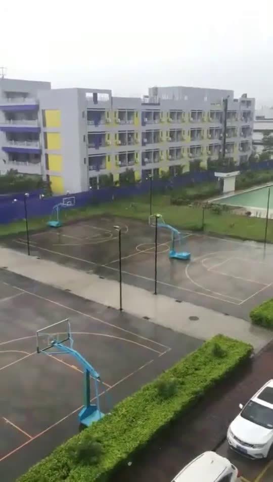 篮球架都知道主动,你们还在等什么~