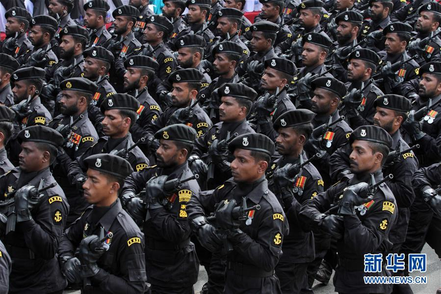 美军舰通过台湾海峡 外交部:全程掌握有关情况
