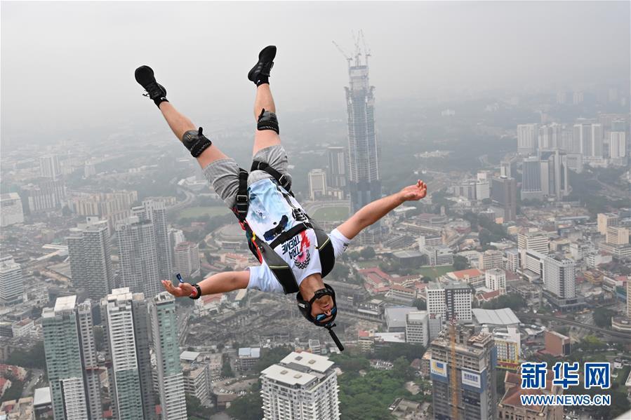 2019吉隆坡塔国际跳伞节在马来西亚举行