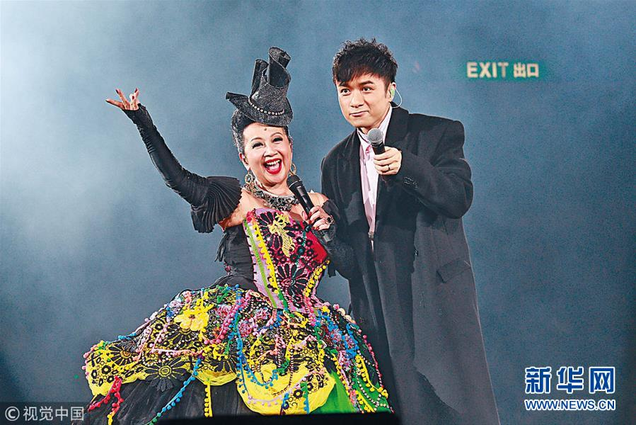 薛家燕出道60周年演唱会举行 谢天华、张智霖等好友助阵