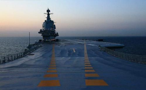 首艘国产航母海试。