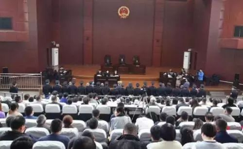 公开宣判景益民等人的庭审现场