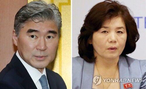美国驻菲大使金成(左)和朝鲜外务省副相崔善姬。(来源:韩联社)