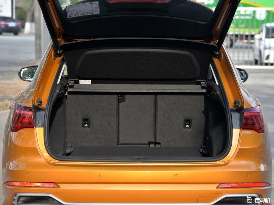 「到店实拍」外观酷似大哥Q8 但新Q3比老款要跑得慢你能接受吗?