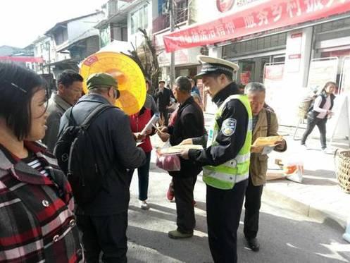 垫江:牢记交通安全法规 做守法交通参与者
