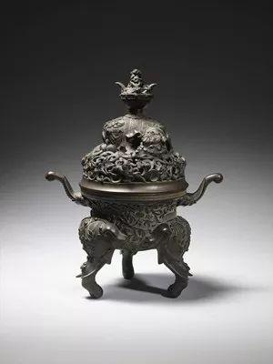 """17世纪末或18世纪初,中国的青铜""""大象""""香炉,估价3000-5000英镑。"""
