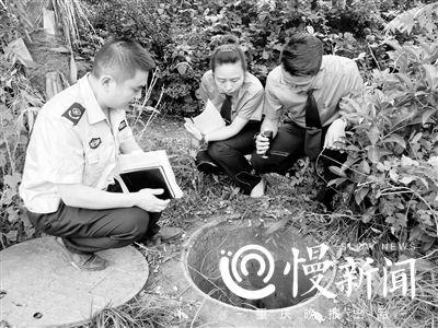 检察官和环保执法人员回访案发现场