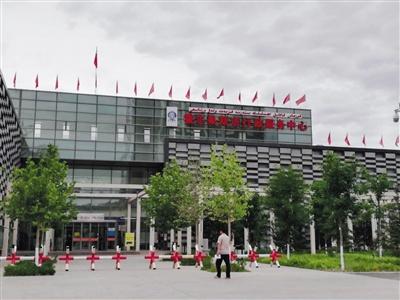 6月3日,霍尔果斯市行政服务中心。本版摄影/新京报记者 李云琦