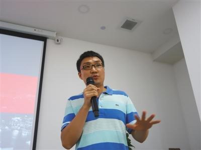 7月31日,拼多多创始人黄峥在发布会上。新京报记者 杨砺 摄