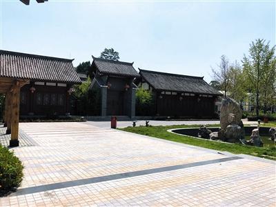 8月底,王仁果老家四川广安玉丰村,王家大院里住着王仁果的叔叔。