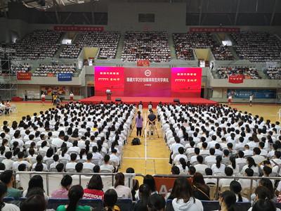 """南通大学7000名新生开学啦!""""学长""""李昌钰分享人生""""秘诀"""""""