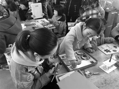"""焦溪幼儿园:第二届梨花节―― """"创意树枝 其乐融融""""亲子DIY活动"""