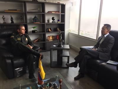 驻哥伦比亚使馆临时代办拜会哥海关缉私警察局局长