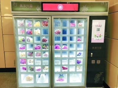 「葡京娱乐场地址的微博在线」外媒惊了 中国人吃饭工作坐地铁时都做这一件事