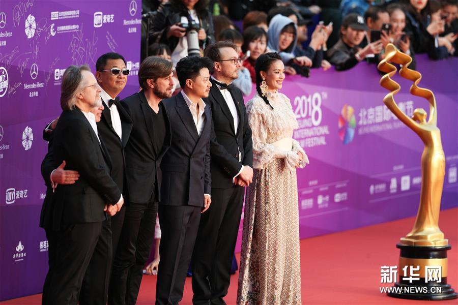 北影节闭幕红毯星光熠熠 中外电影人汇聚一堂