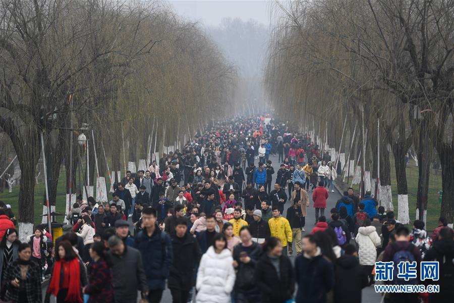 """中国大学MOOC: """"两个必然""""和""""两个决不会""""(  )"""