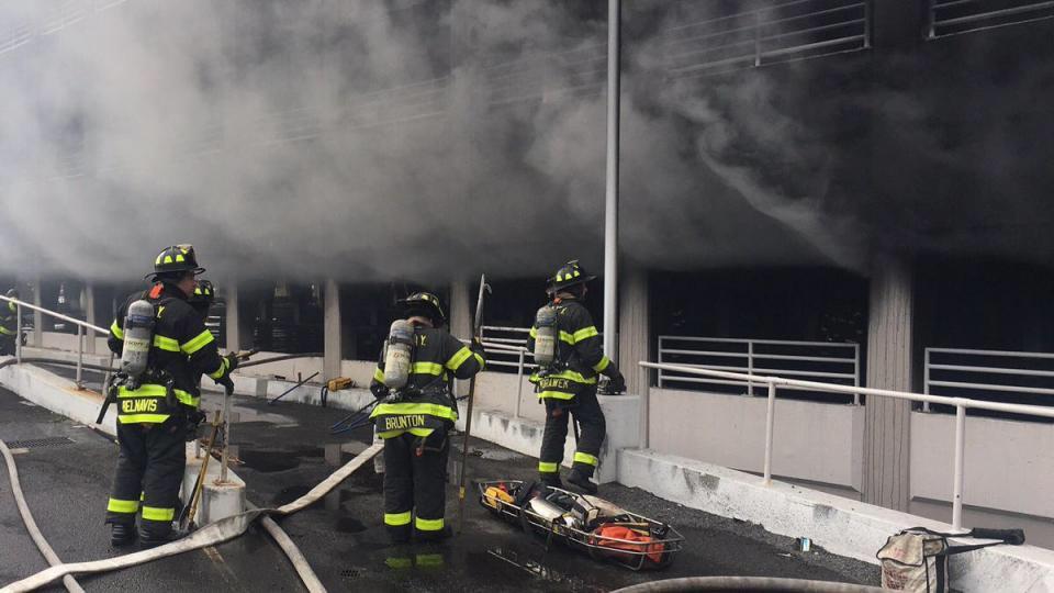 纽约布鲁克林一商场发生火灾 21人受伤