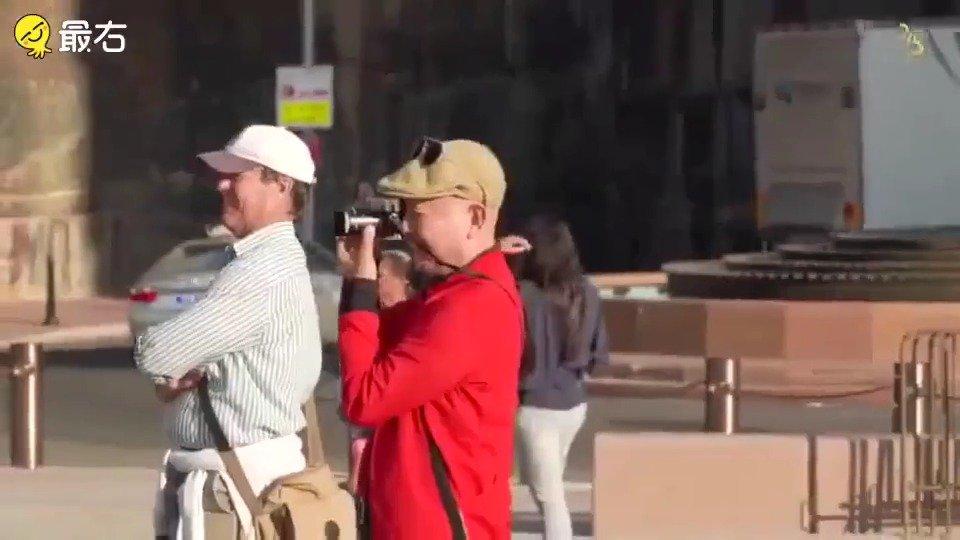 悉尼街头惊现华人汉服,一首《我和我的祖国》令全场老外陶醉