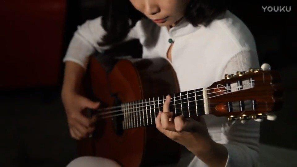 陈曦演奏古典吉他版《烟花易冷》, 竟可以这么美!