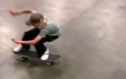 【滑板】年少有为 抗摔真强  大招随便下