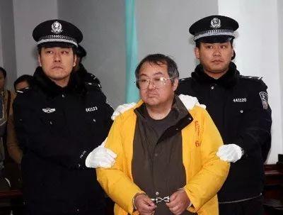 图为顾雏军被押入法庭。法制日报 李永安 摄