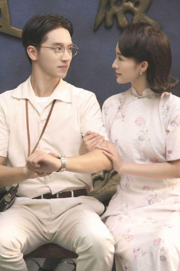 李沁烫发穿旗袍演林徽因,看到真人旧照,网友惊了:是转世吧