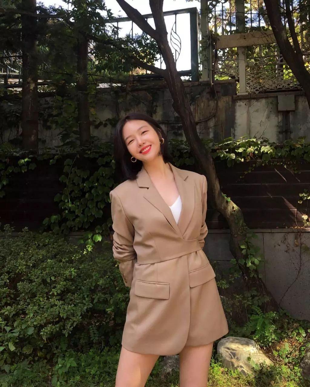 方敏雅时隔两年solo回归歌谣界,私服优雅知性变身穿搭博主!