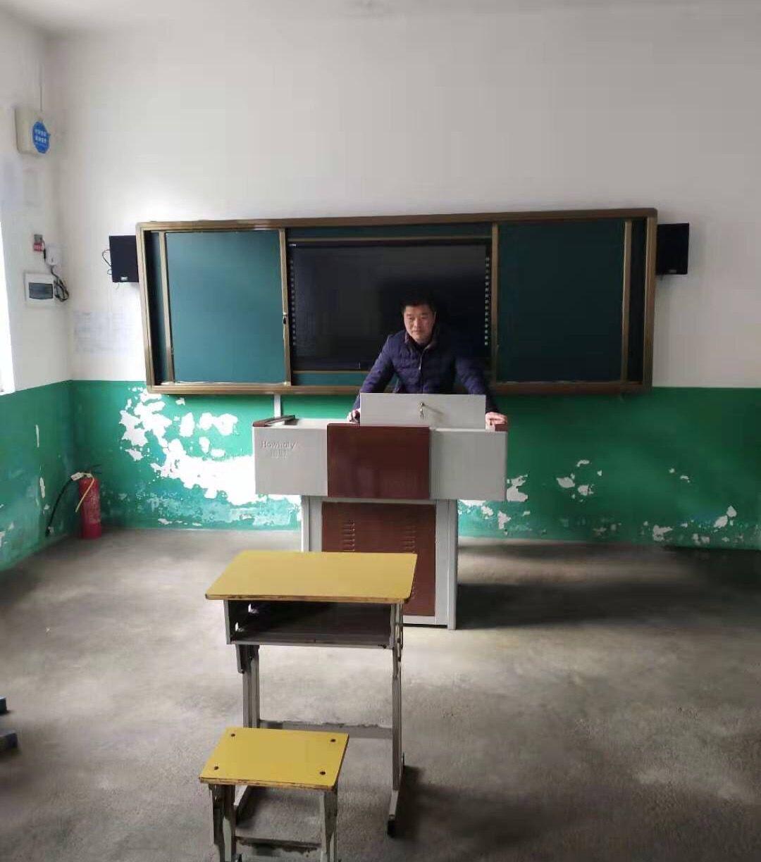 湖北山区42岁乡村教师 与他唯一的5岁学生