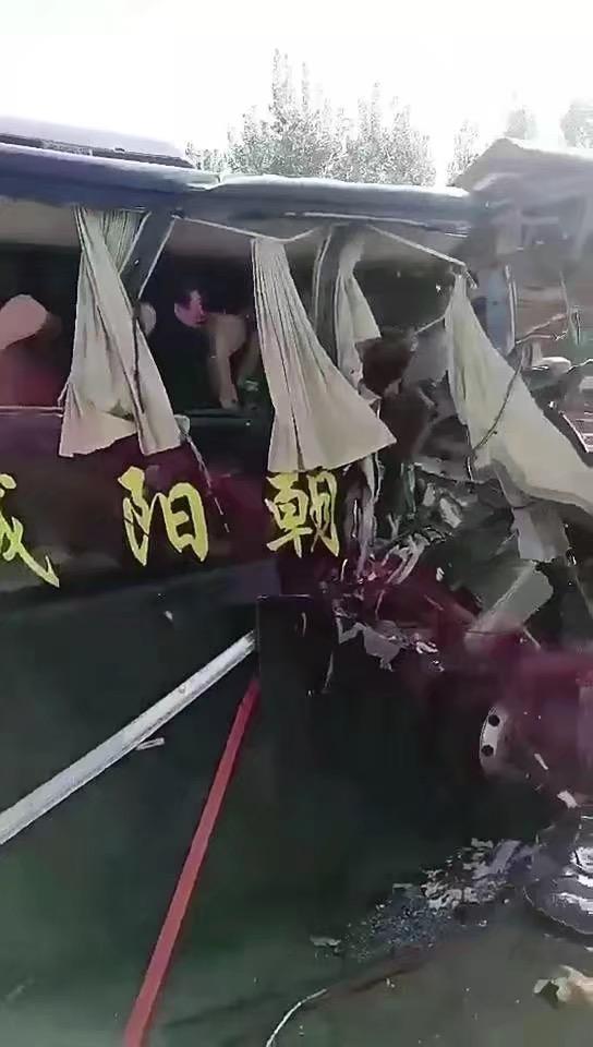 辽宁喀左县发生交通事故 致3死8伤
