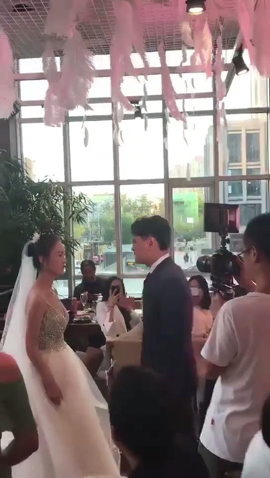 新娘:我怕是嫁给了个傻子吧