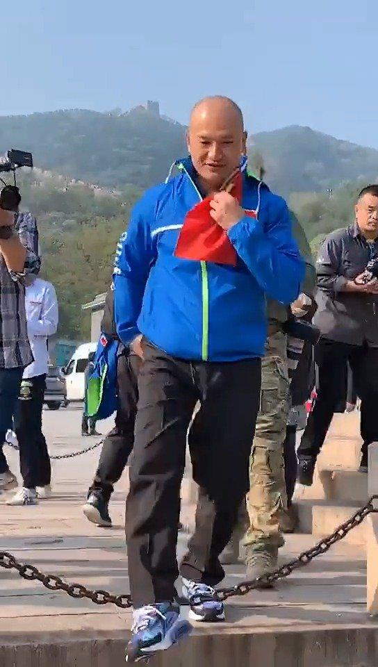 在长城,耒阳正源学校师生偶遇光头警长刘Sir