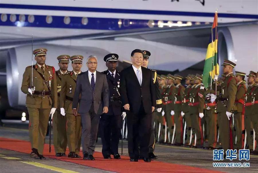 △7月27日,国家主席习近平抵达毛里求斯共和国,过境并进行友好访问。