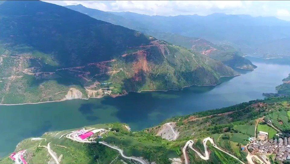 """澜沧江是湄公河上游在中国境内河段的名称,藏语""""拉楚"""""""