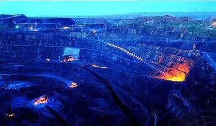 稀土矿坑(图片来源:参考消息)