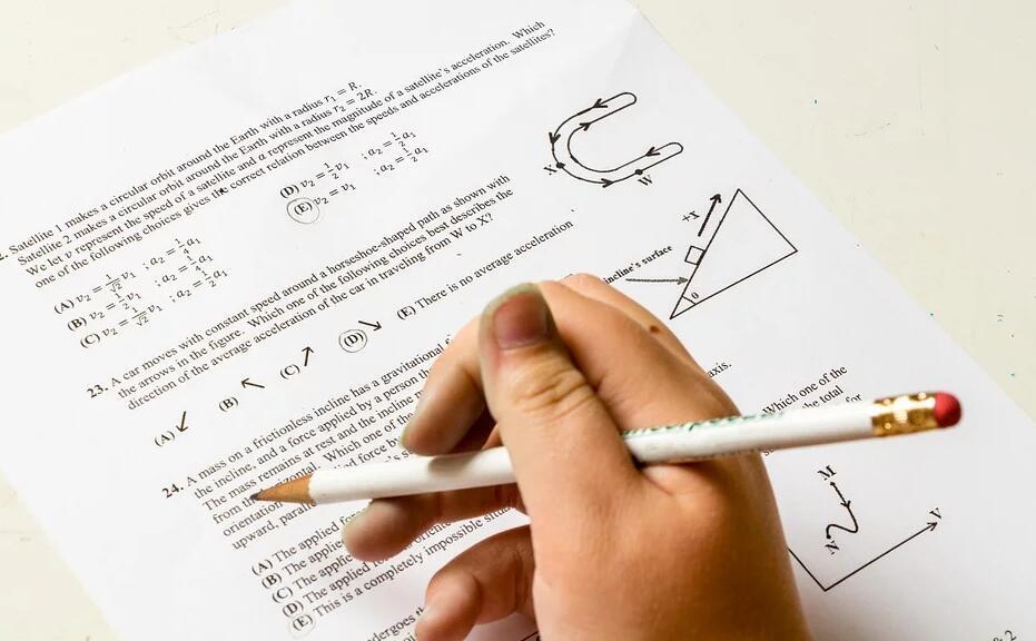 """考试报名系统被""""挤爆"""" ,家长在焦虑什么?"""
