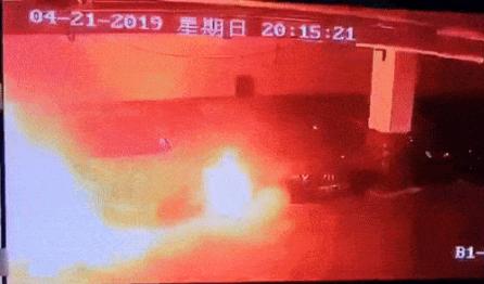 特斯拉自燃?#24405;饰觶?#30005;动汽车自燃给人的逃生时间只有两秒