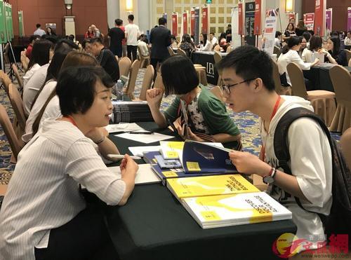 内地学子赴香港求学意愿下降 赴