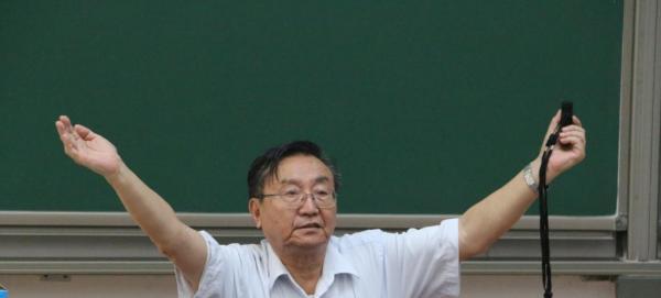 2014年,76岁高龄的李飞给北航学生做讲座